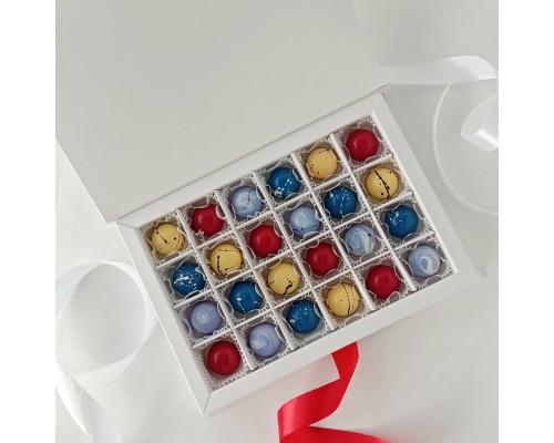 Подарочный набор корпусных конфет для женщин в коробке 25 шт