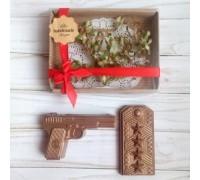 Шоколадная фигурка мужчине Пистолет и погоны, 140 гр