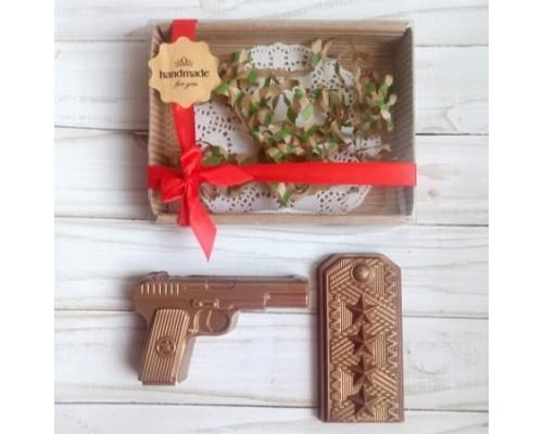 Шоколадная фигурка мужчине Пистолет и погоны