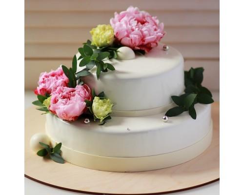Ярусный торт на день рождения