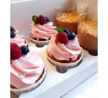 Пирожные Капкейки с ягодным декором